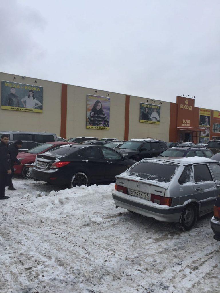 парковка возле рынка Садовод